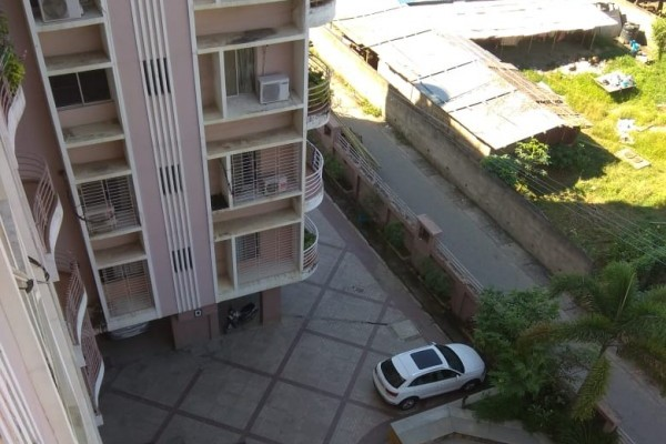 4 BHK + 1 SERVANT ROOM FLAT FOR SALE